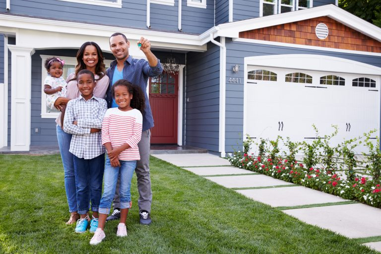 Bigstock Happy Black Family Standing Ou 124791557 768×512